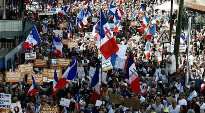 France: Tens Of Thousands Take To The Streets To Protest Against Macron's Vaccine Passports Image-1123